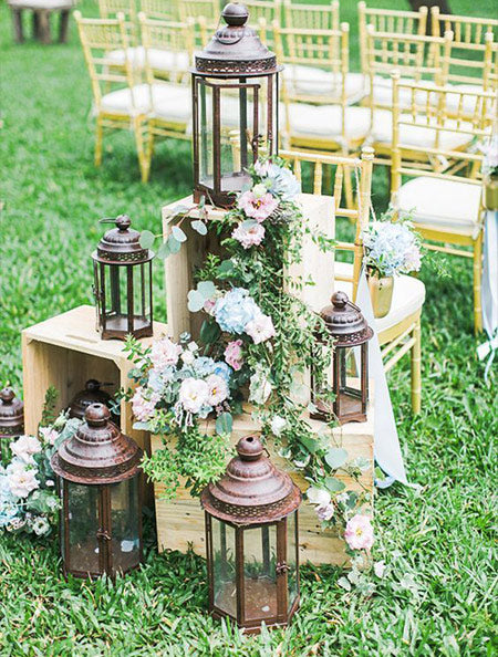 Use old lanterns and lamps as wedding ceremony decoration