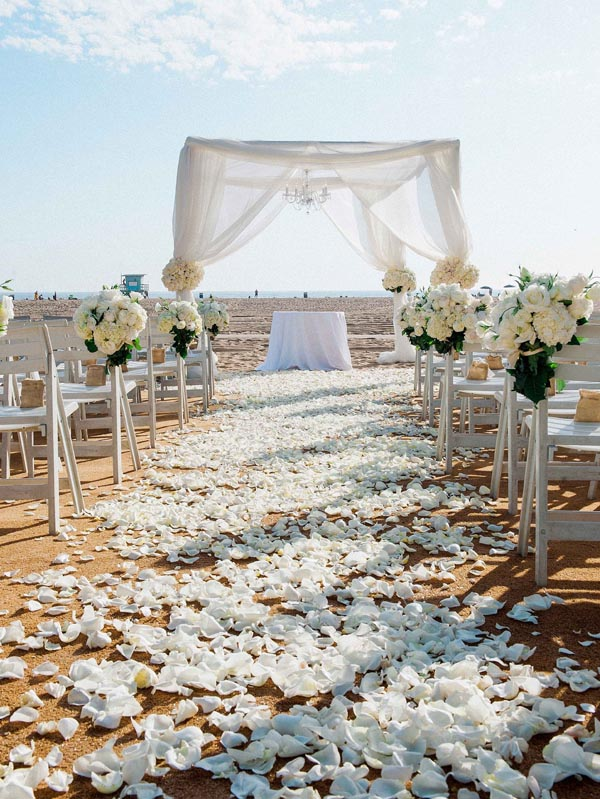 Decorate the wedding aisles with some creative ideas