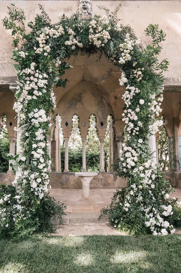 Jaw-dropping Flower Wedding Altars & Arches Decorating Ideas