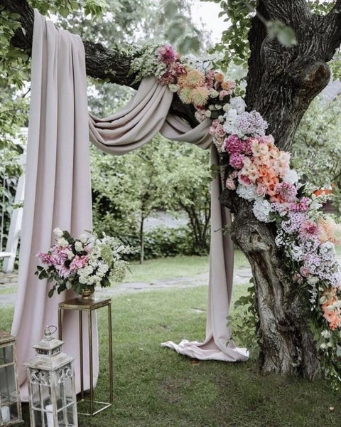 3. The unique and amazing wedding arch you can DIY in budget