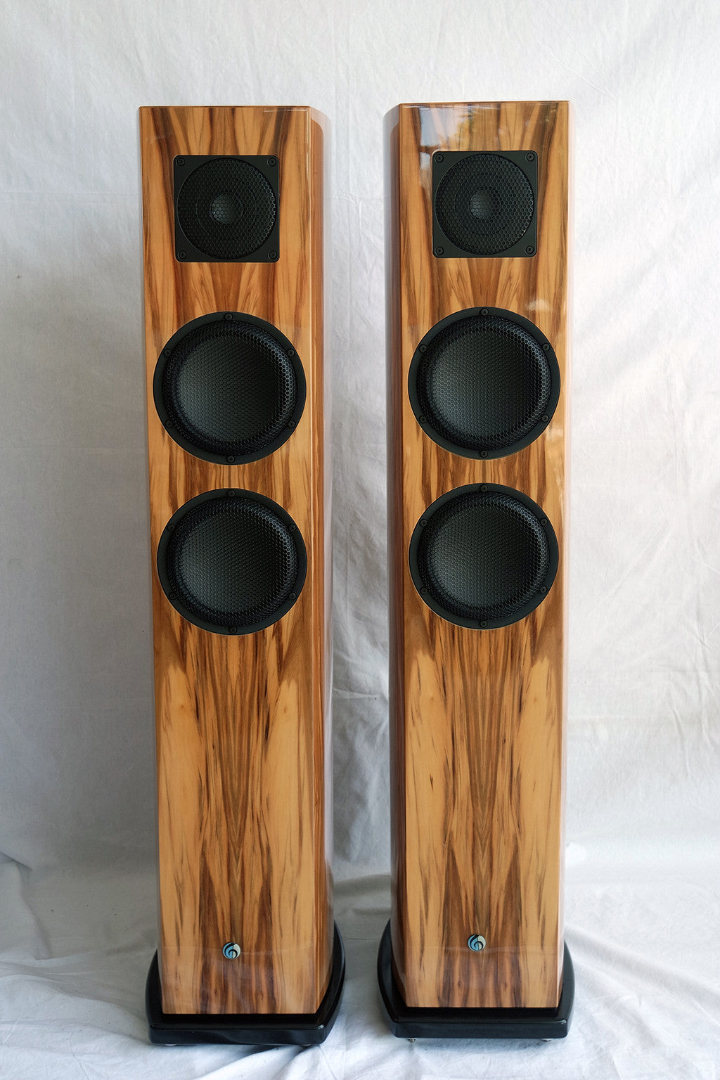 Artos Audio Moonglow Speakers in French Nut