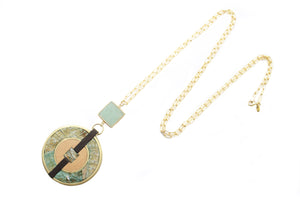 Vida Round Pendant Necklace