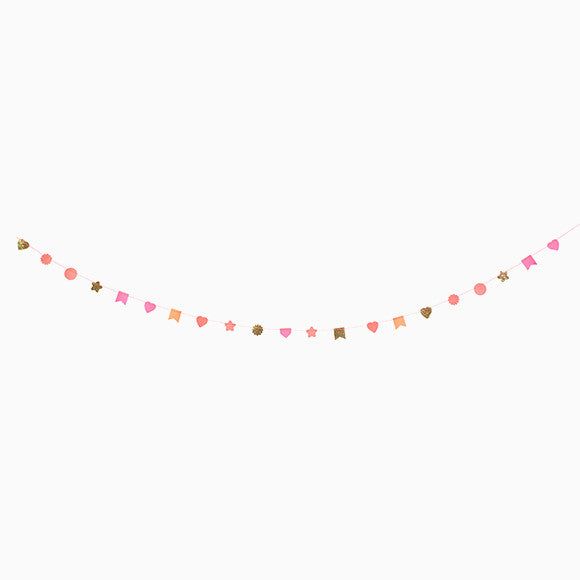 Girlande - Pink Garland on wooden Spool