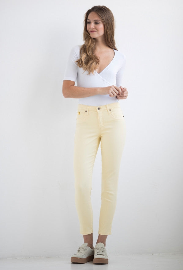 "Yoga Jeans RACHEL 27"" Inseam – Sunshell"
