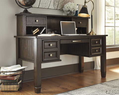 Townser Executive Desk w/Hutch