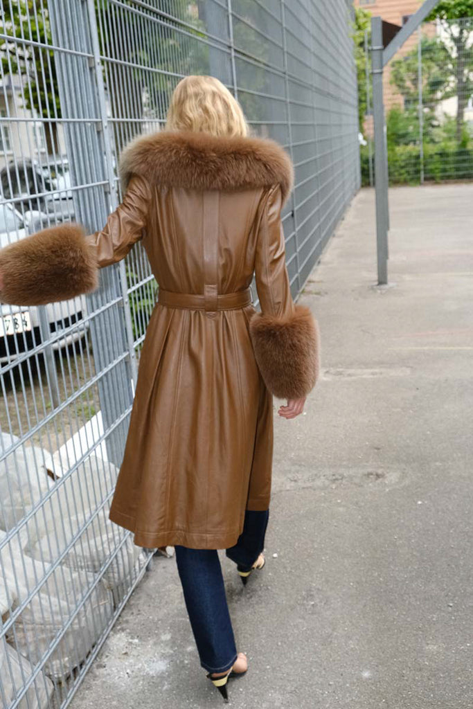 Foxy Coat  — Walnut