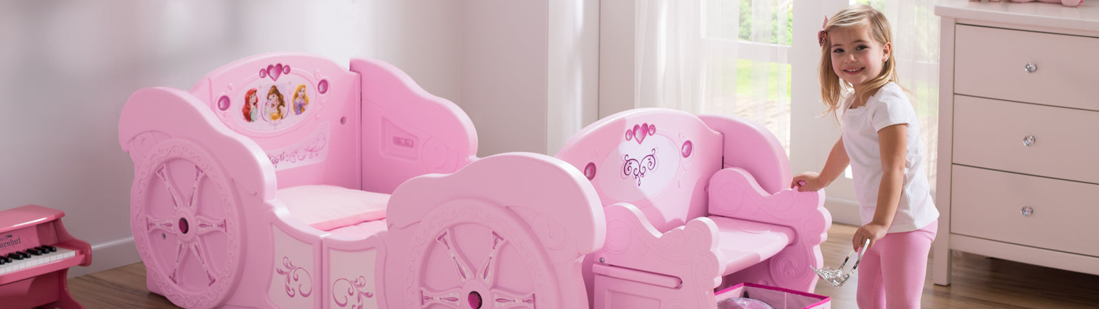 Princess Toddler-to-Twin Bed in a Room