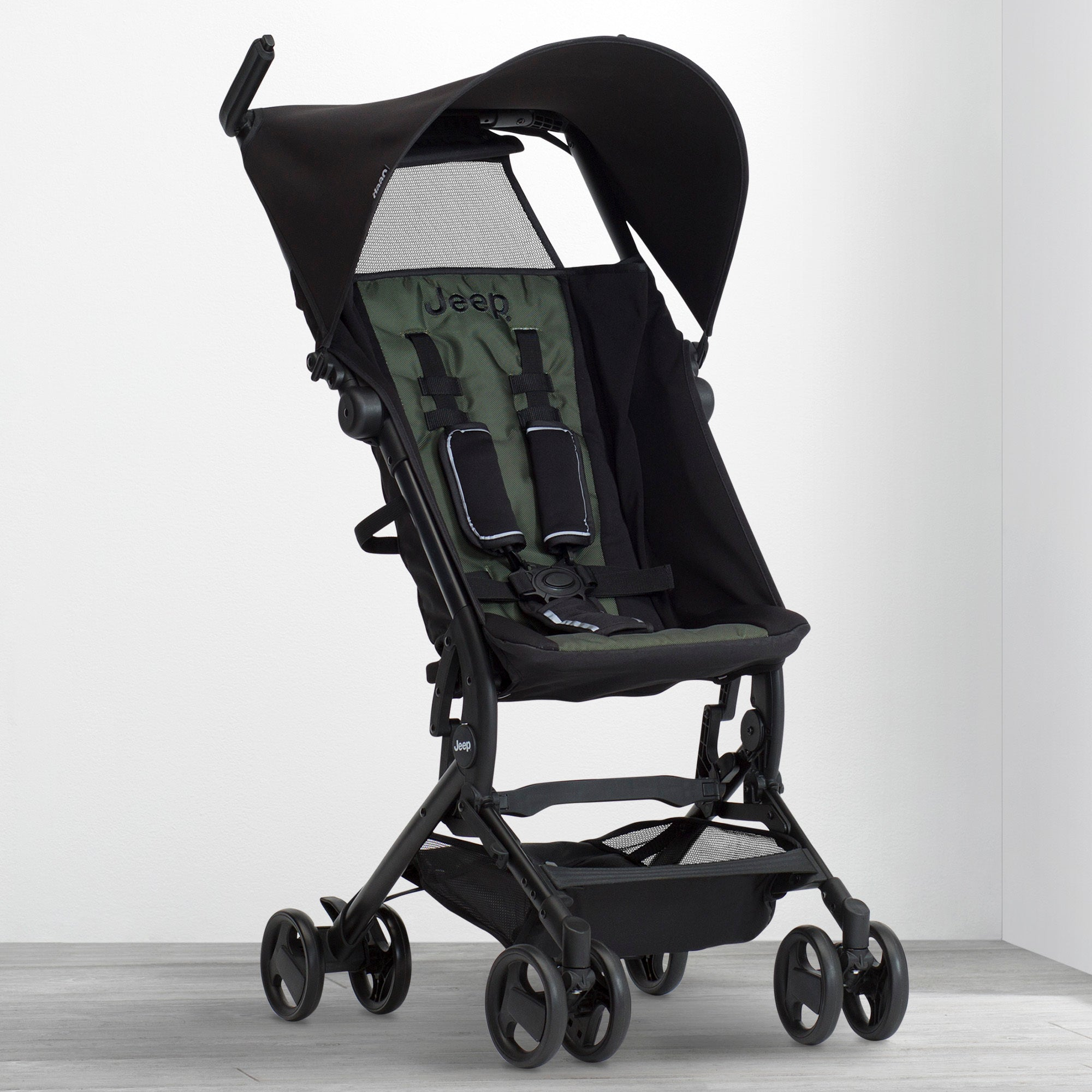 Jeep® Clutch Plus Travel Stroller with Reclining Seat