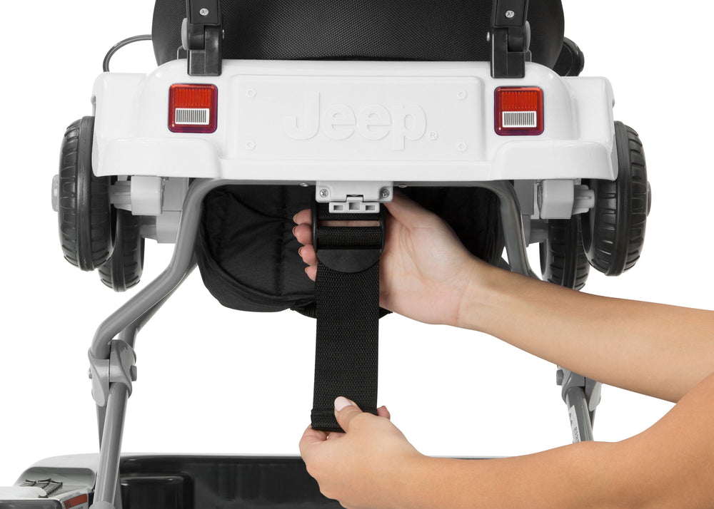 Jeep® Classic Wrangler 3-in-1 Grow With Me Walker White (100) Rear Silo View