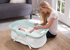 Simmons Kids Aqua Geo (2040) Ultra-Compact Travel Bassinet, Hangtag View