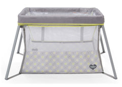 Delta Children Mosaic Viaggi + Playard, Front View with Bassinet Insert a2a