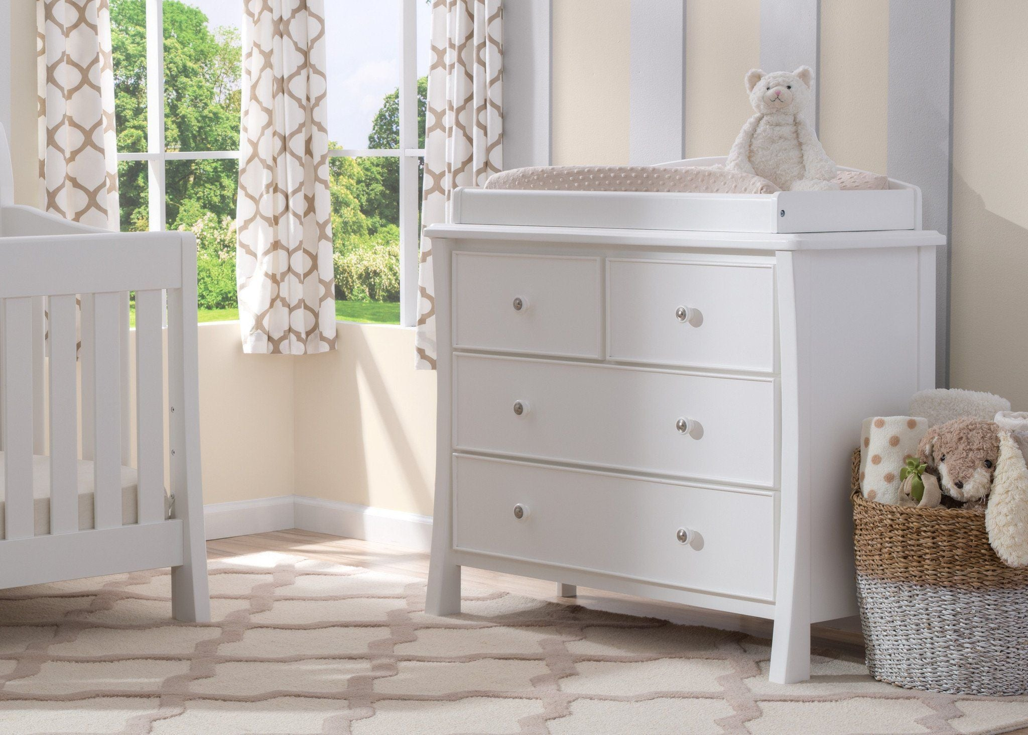 Simmons Kids White Ambiance (108) Madisson 4 Drawer Dresser with Changing Top, Room View, a1a