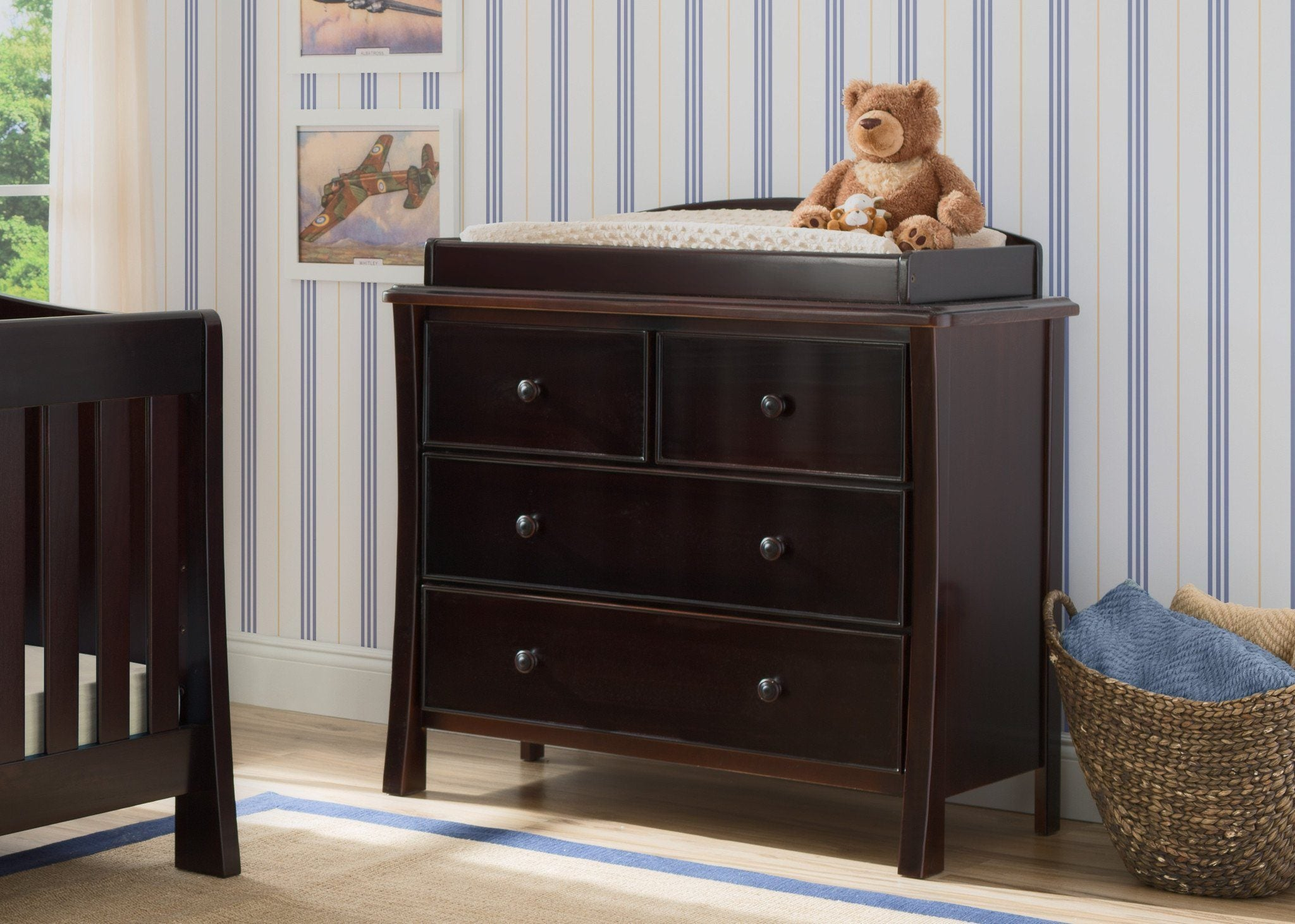 Simmons Kids Black Espresso (907) Madisson 4 Drawer Dresser with Changing Top, Room View, b1b