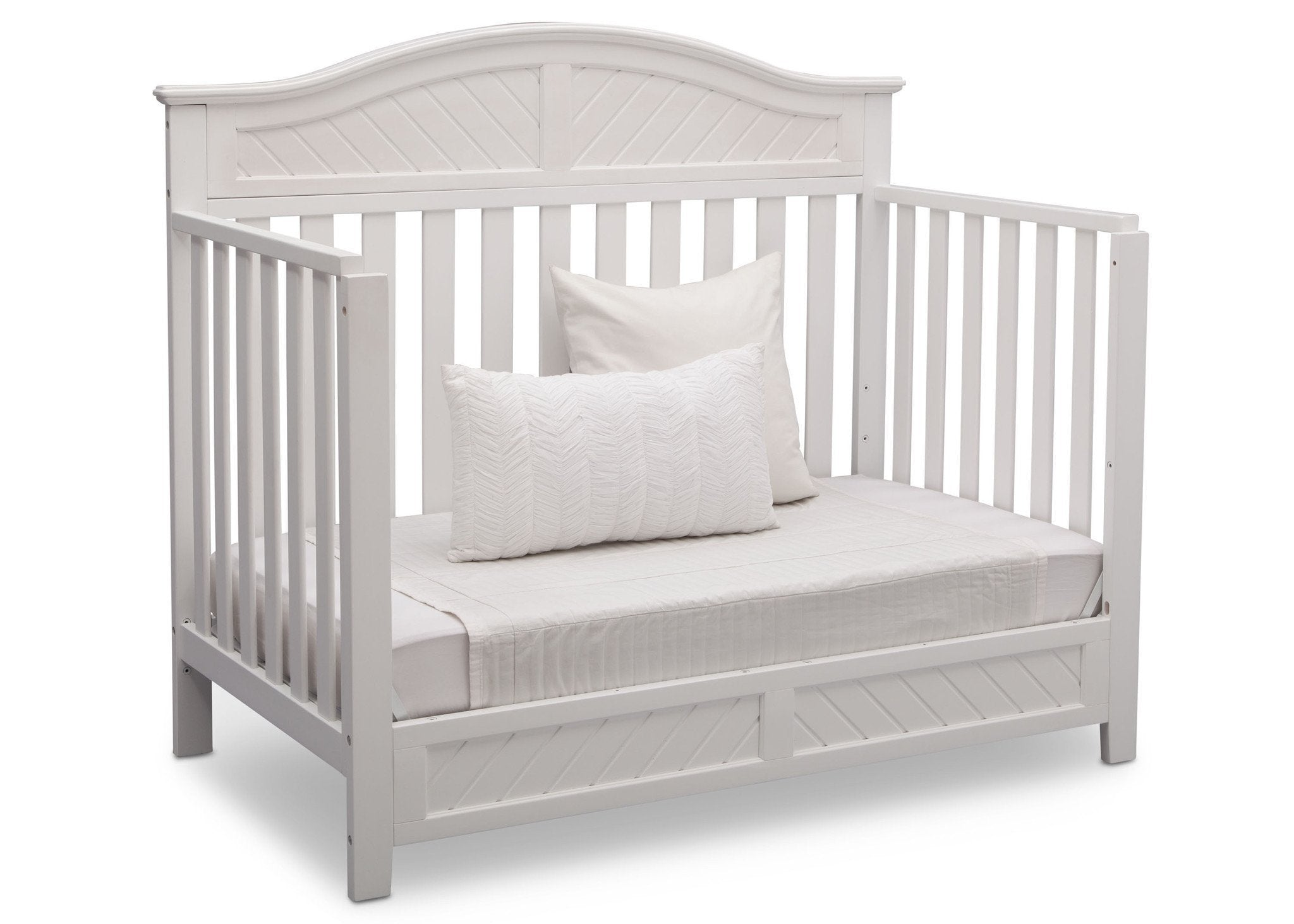 Delta Children Bianca (130) Bennington Elite Curved 4-in-1 Crib angled conversion to daybed a5a