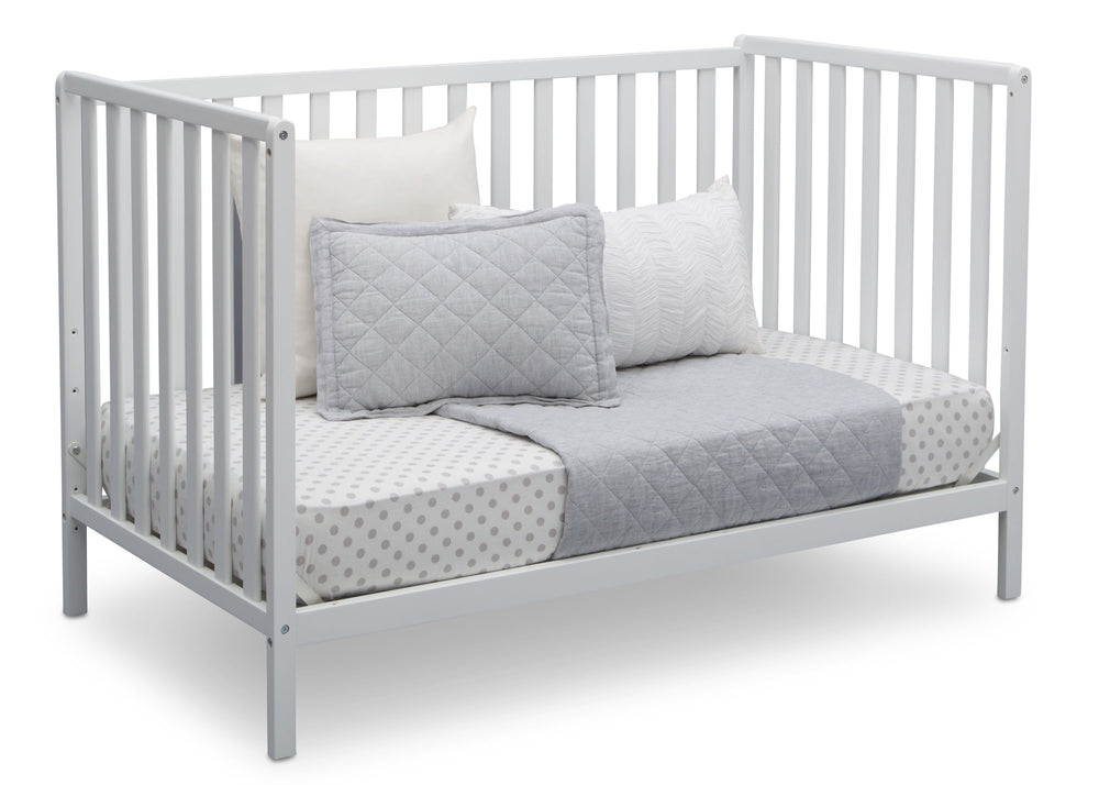 Delta Children Bianca White (130) Heartland 4-in-1 Convertible Crib, Daybed View c5c