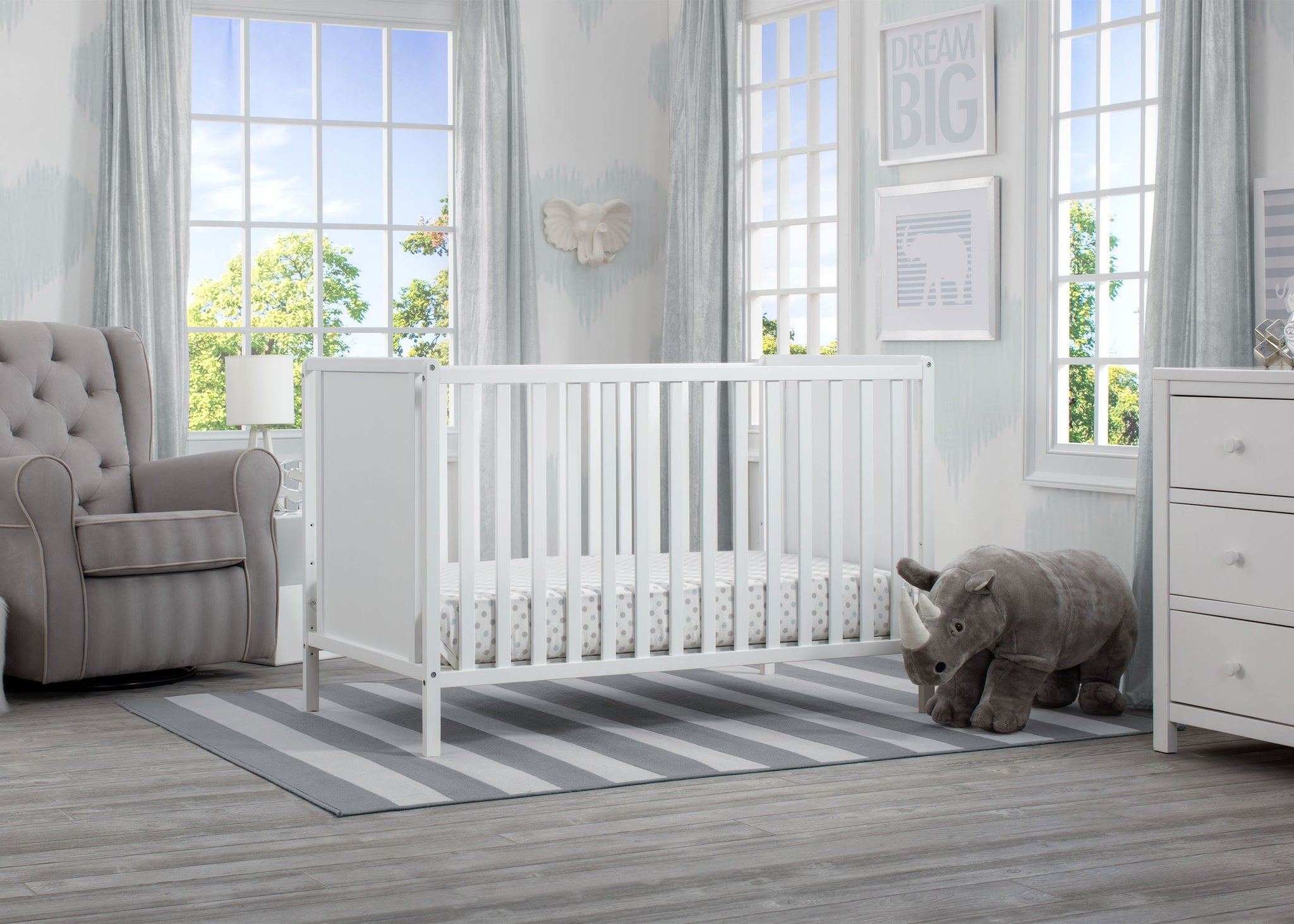 Delta Children Bianca White (130) Heartland Classic 4-in-1 Convertible Crib, Room, c1c