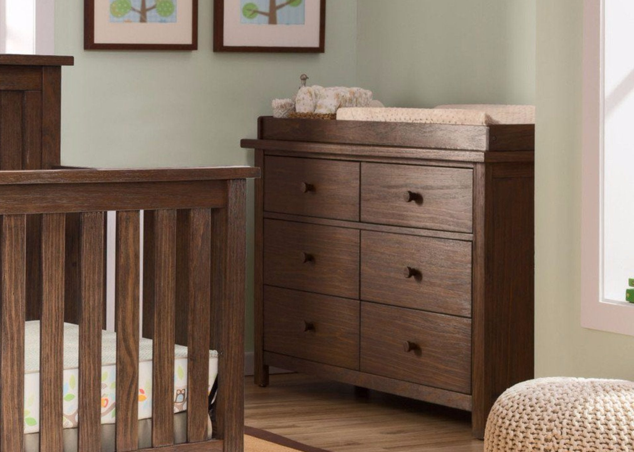 Serta Rustic Oak (229) Northbrook 6 Drawer Dresser, Room View b0b