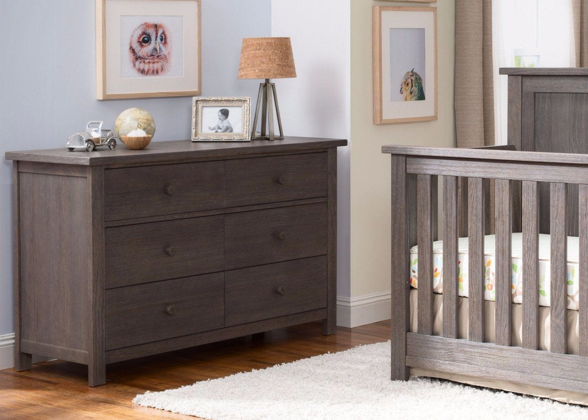 Serta Rustic Grey (084) Northbrook 6 Drawer Dresser, Room View a0a