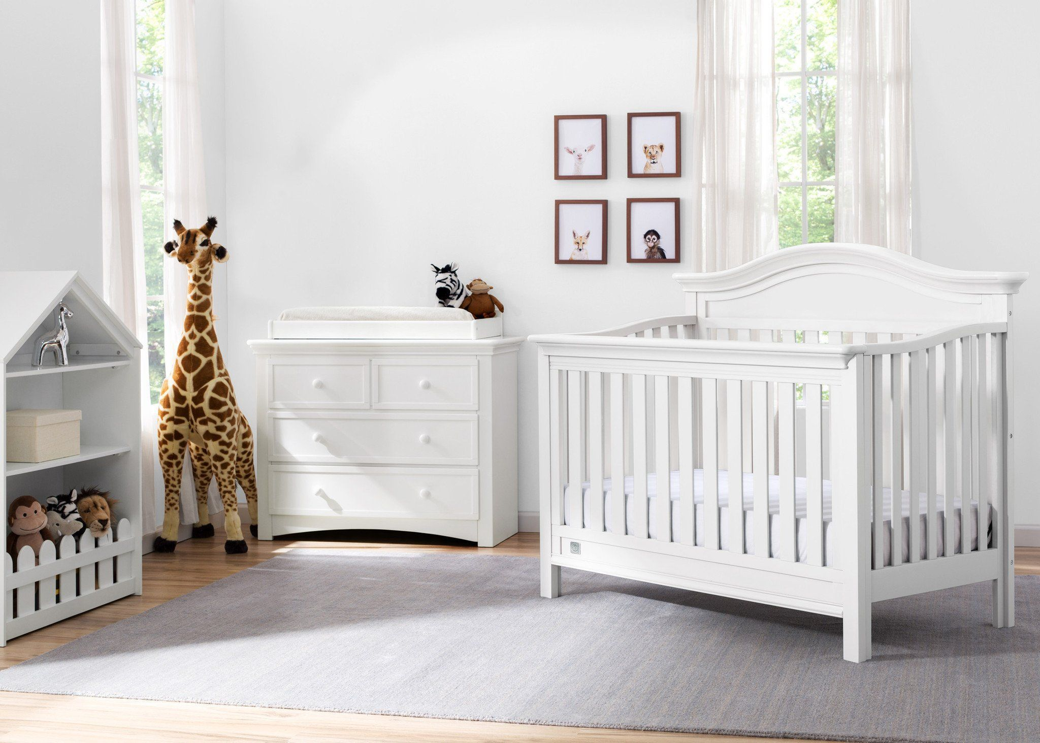 Serta Bianca (130) Banbury 4-in-1 Convertible Crib, Room View b1b