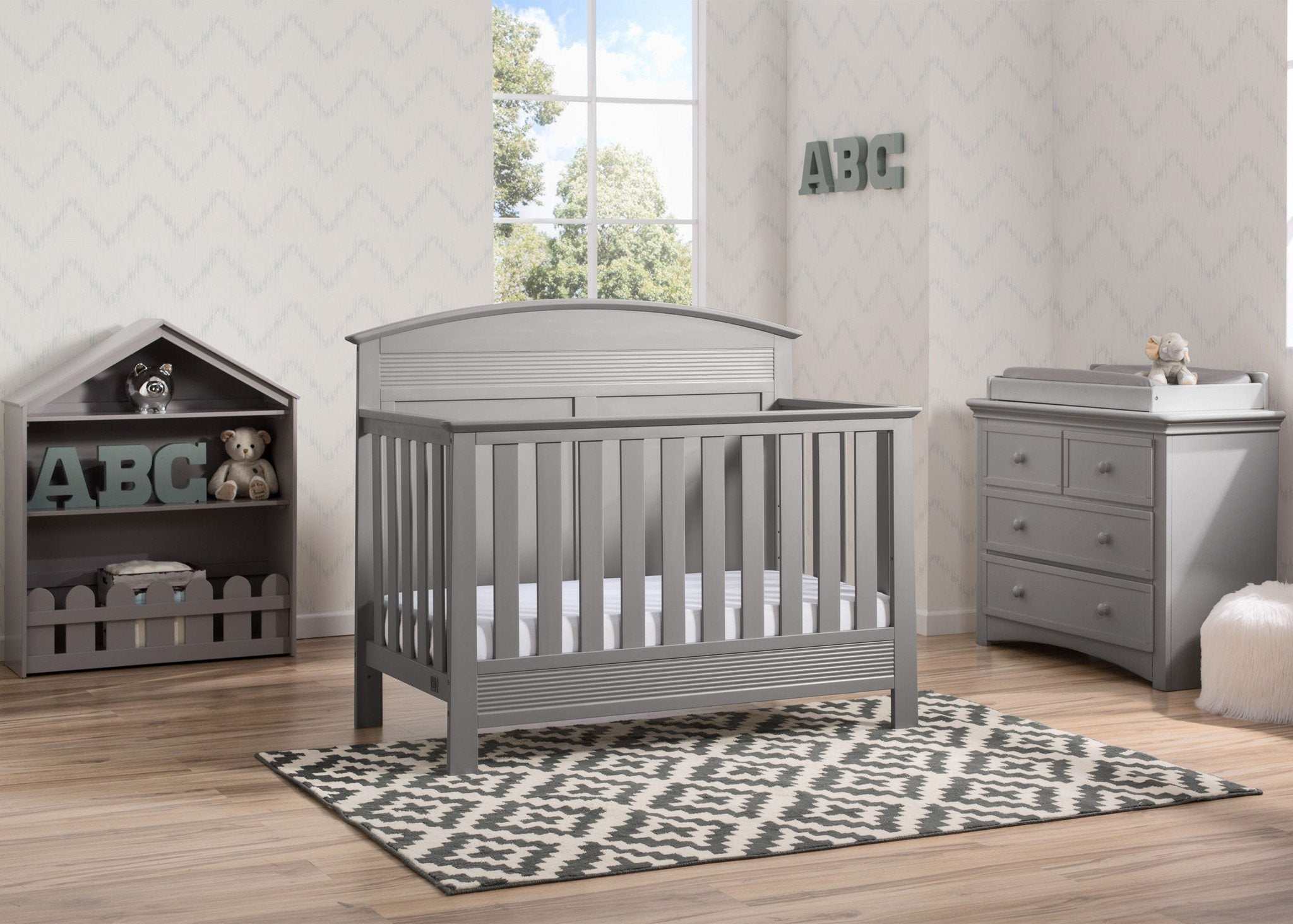 Serta Grey (026) Ashland 4-in-1 Convertible Crib, Room View a1a