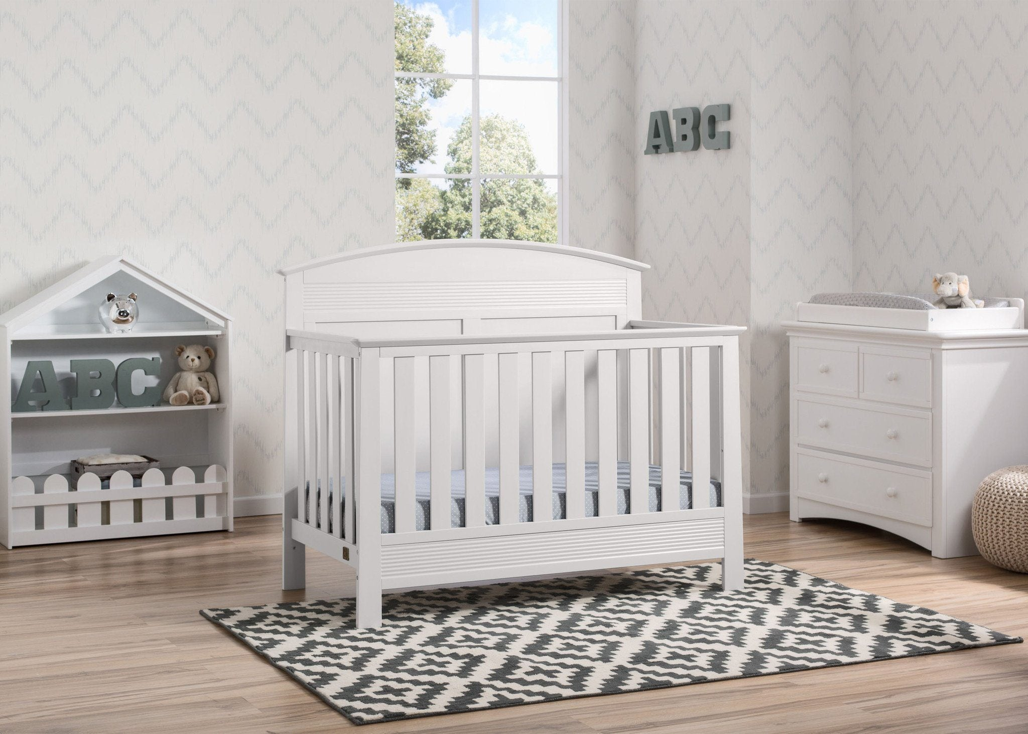Serta Bianca White (130) Ashland 4-in-1 Convertible Crib, Room View b1b