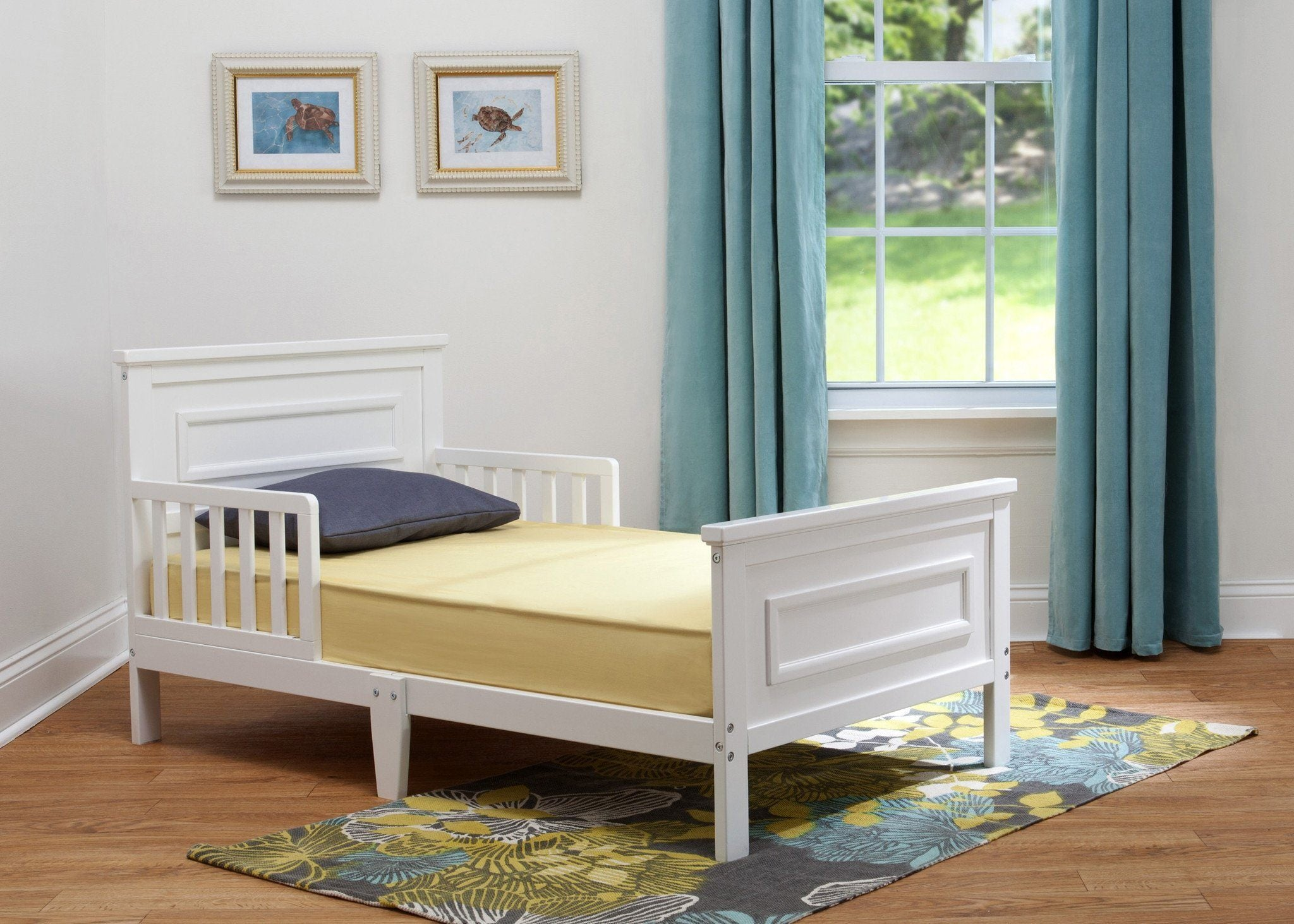 Delta Children White (100) Classic Toddler Bed in Setting b1b
