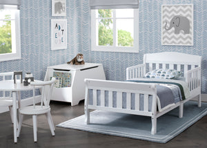 Delta Children Canton Toddler Bed White (100) roomshot a1a