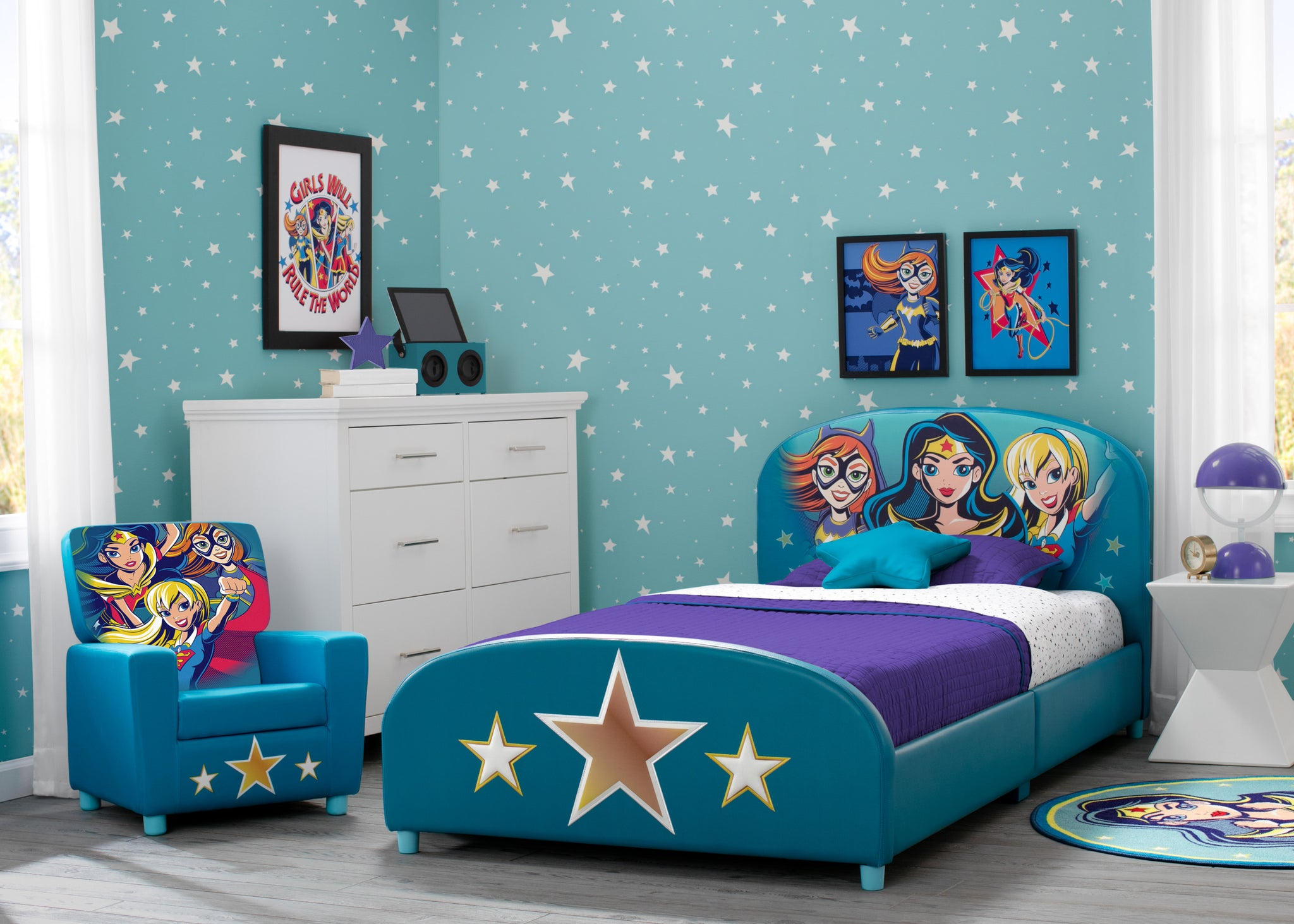 Delta Children DC Superhero Girls Upholstered Twin Bed Super Hero Girls (1205), Room View
