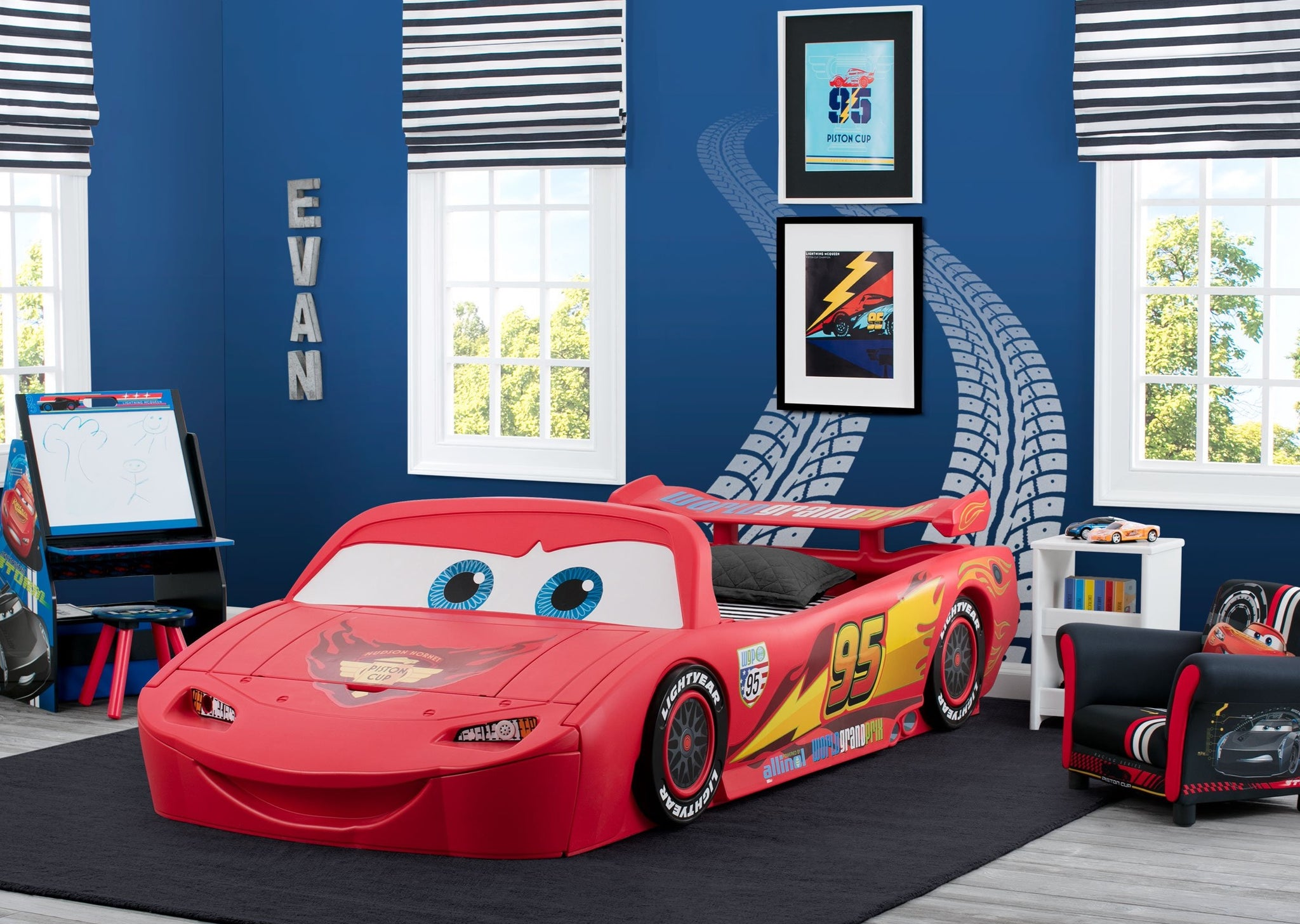 Cars (1008) Roomshot