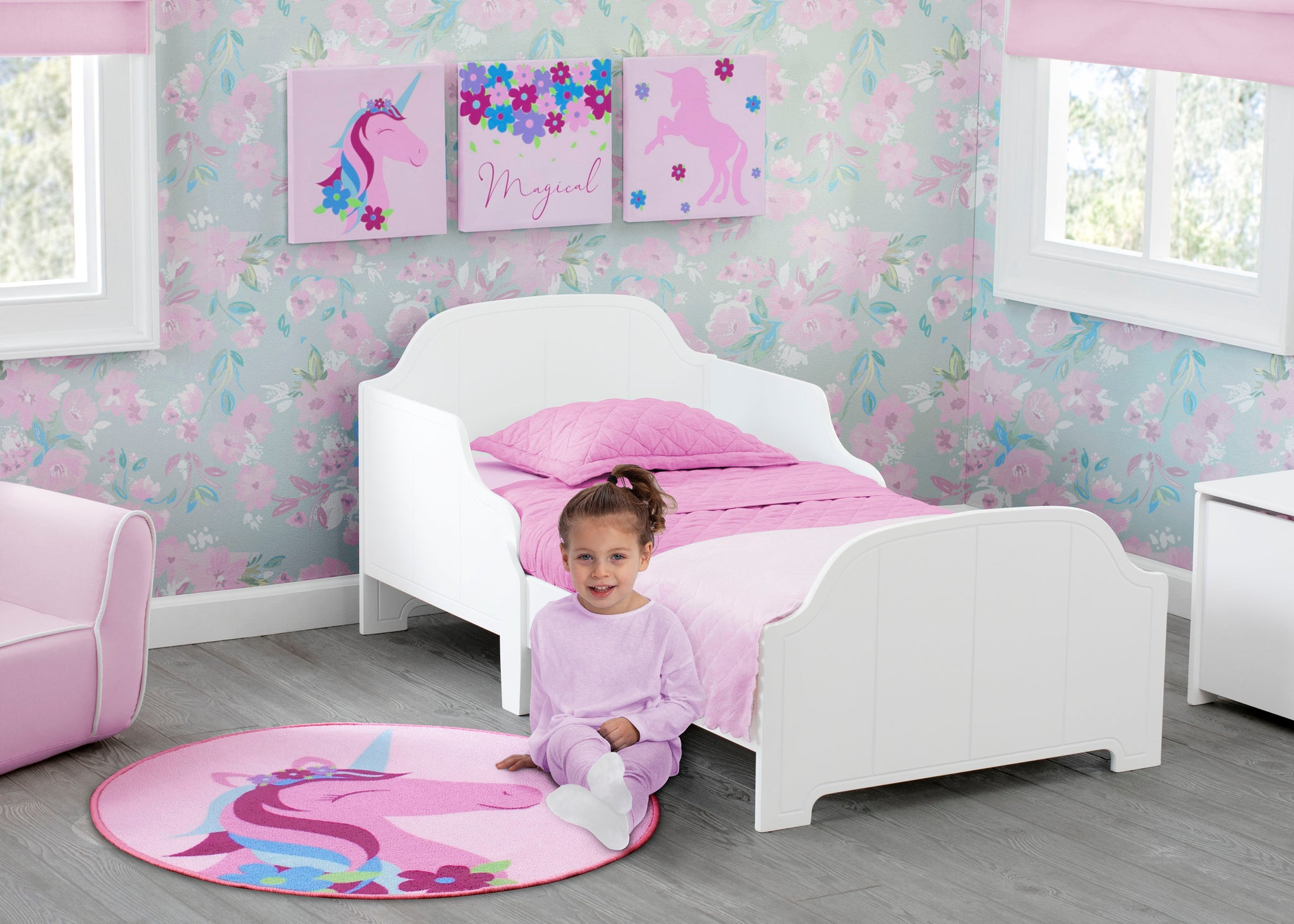 Delta Children Unicorn (3011) 3-Piece Canvas Wall Art Set for Girls, Room View