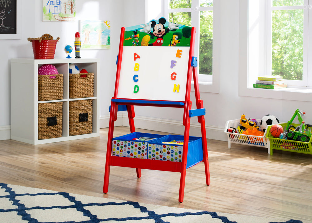 Delta Children Mickey Mouse Activity Easel, Room View with Props a1a