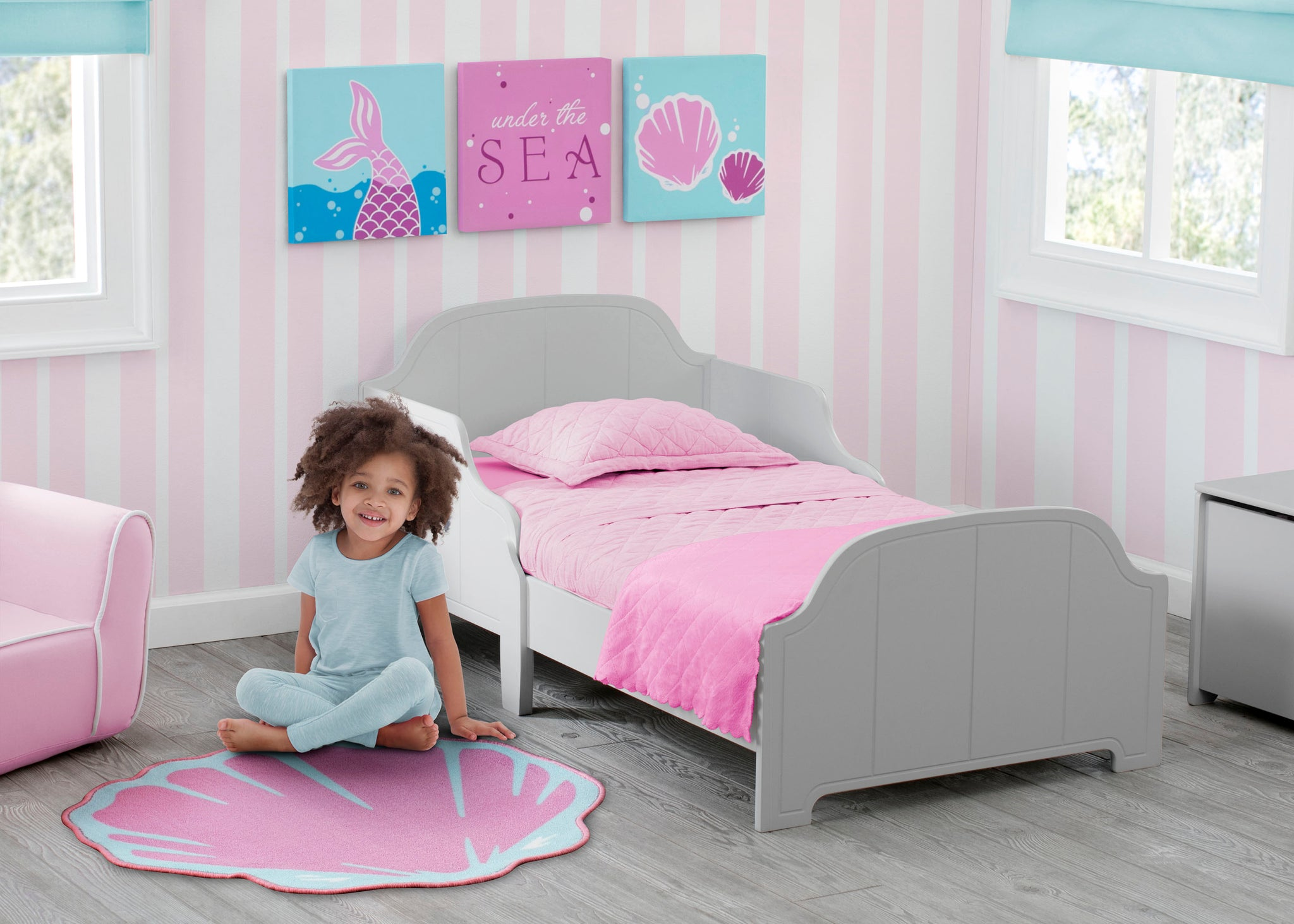 Delta Children Seashell (3013) 3-Piece Canvas Wall Art Set for Girls, Room View