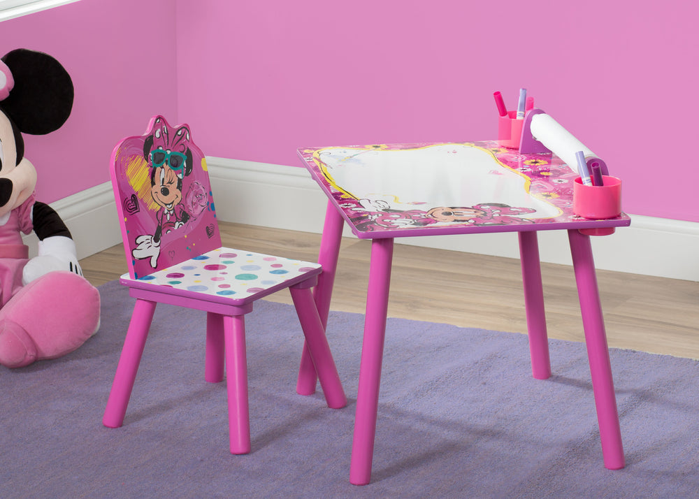 Minnie Mouse Art Desk with Paper Roll