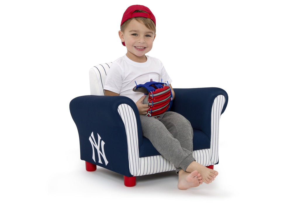Delta Children New York Yankees Upholstered Chair, Right view with Model a4a