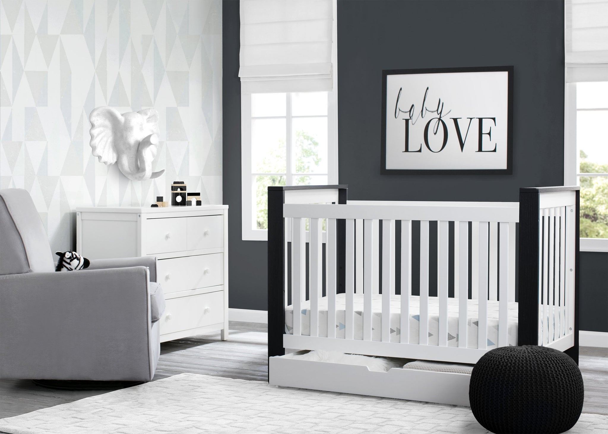 Delta Children Bianca with Midnight (181) Miles 4-in-1 Convertible Crib, Room View