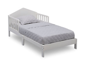 Delta Children Bianca White (130) Homestead Toddler Bed Right Silo View