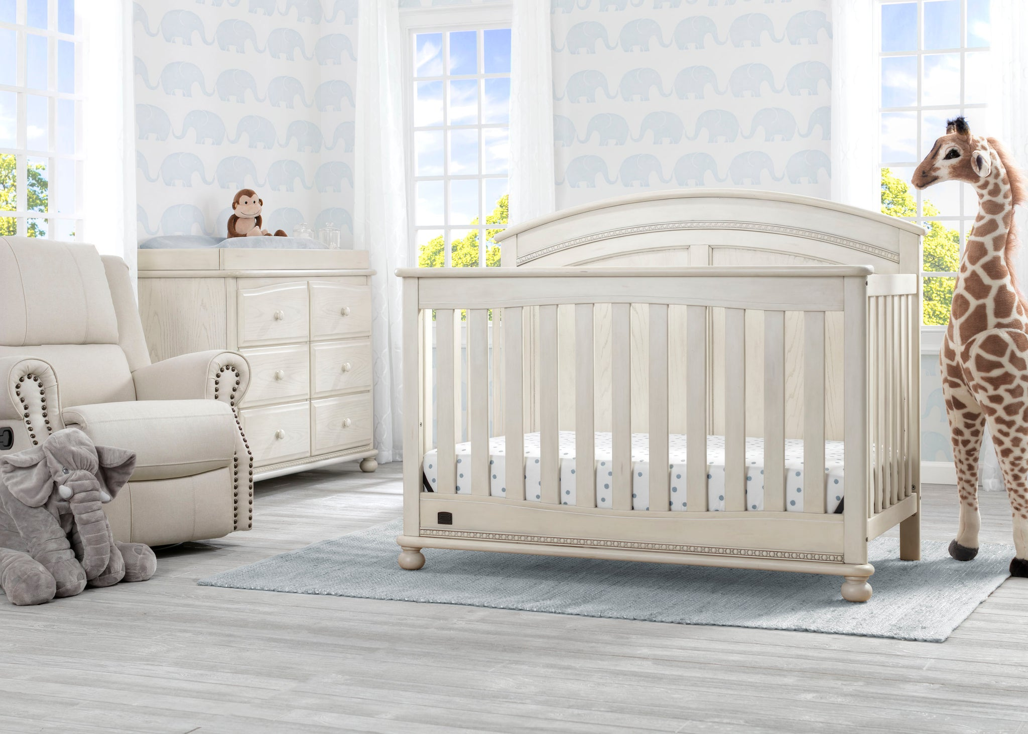 Simmons Kids Antique White (122) Ainsworth 4-in-1 Convertible Crib (W337250), Room View, a1a