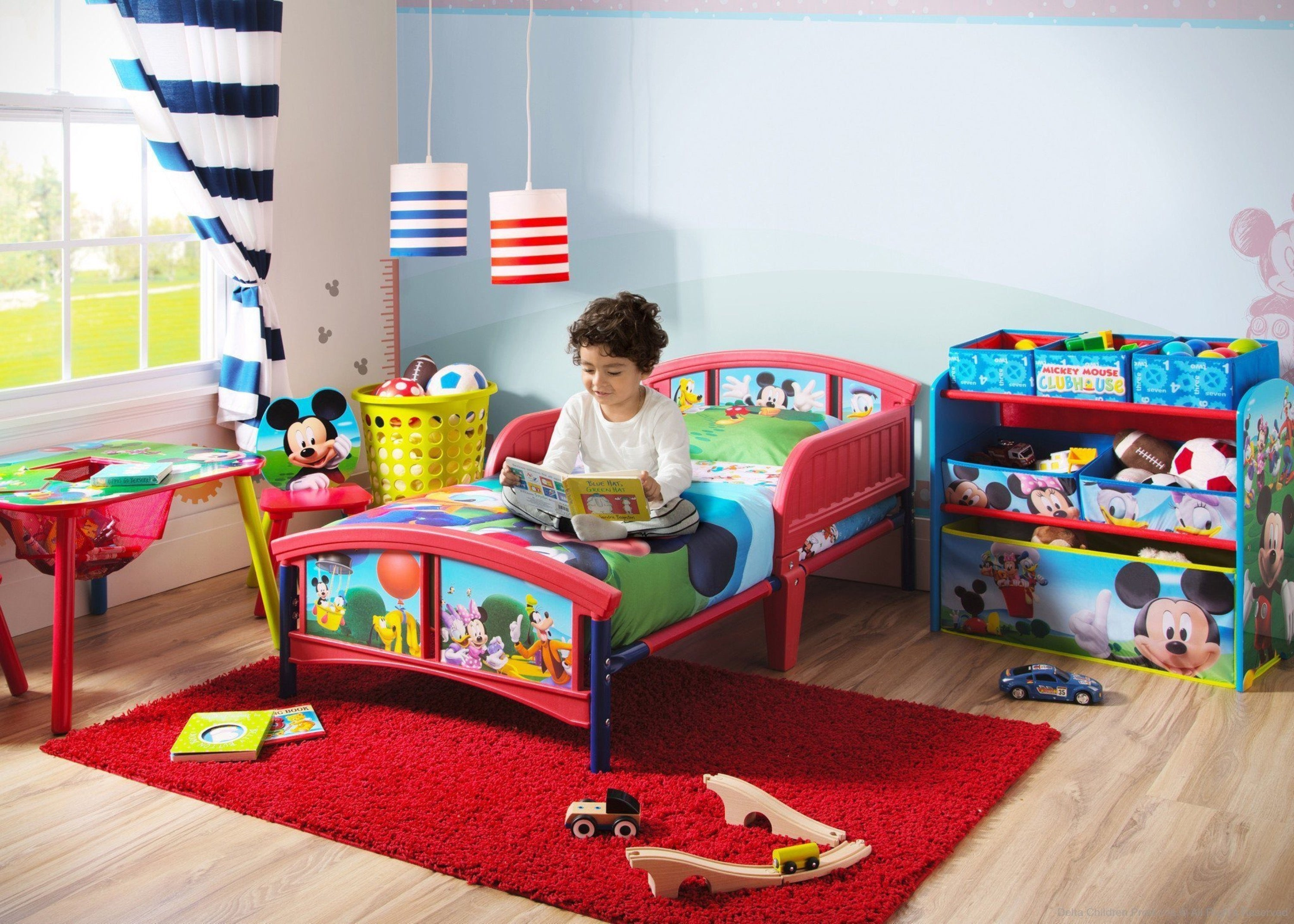 Mickey mouse plastic toddler bed delta children for Mueble juguetes