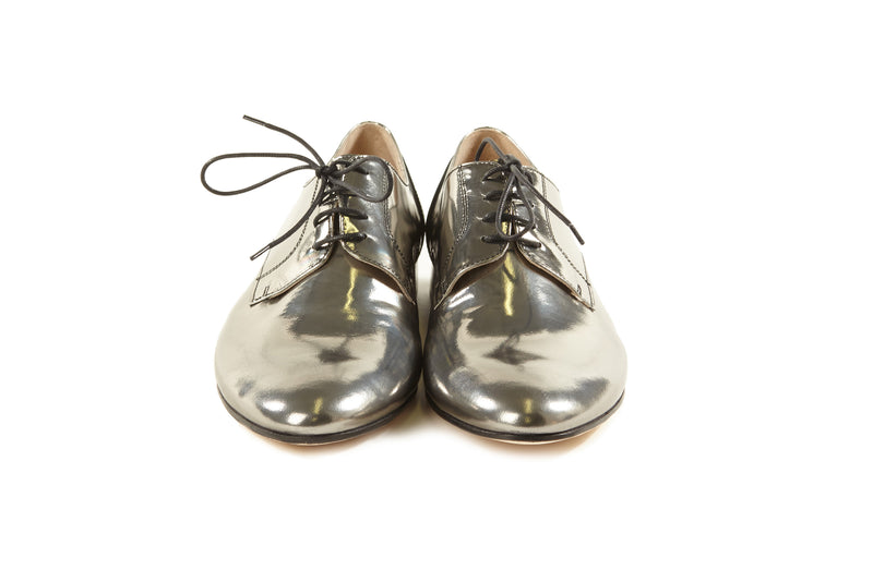 women's silver oxfords, pewter metallic oxfords womens, silver oxford shoes for women, silver metallic leather flat oxford shoes for women in large extended size 8,9,10,11,12,13 made in Italy front view