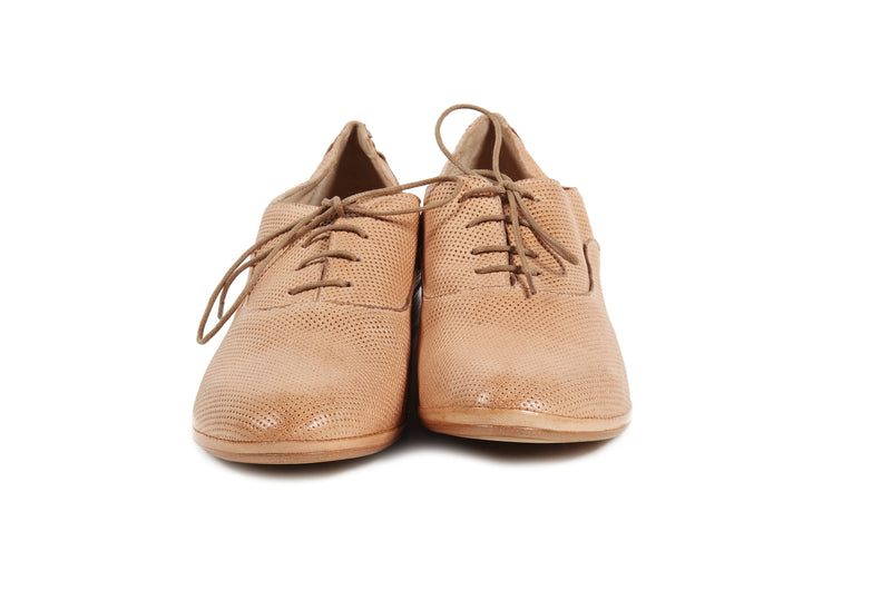 natural cuoio tan perforated leather soft sacchetto women's  lace up oxford flat shoes in extended large sizes 9, 10, 11, 12, 13, 14 made in Italy front view
