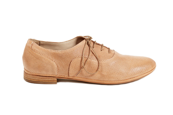 natural cuoio tan perforated leather soft sacchetto women's  lace up oxford flat shoes in extended large sizes 9, 10, 11, 12, 13, 14 made in Italy main view