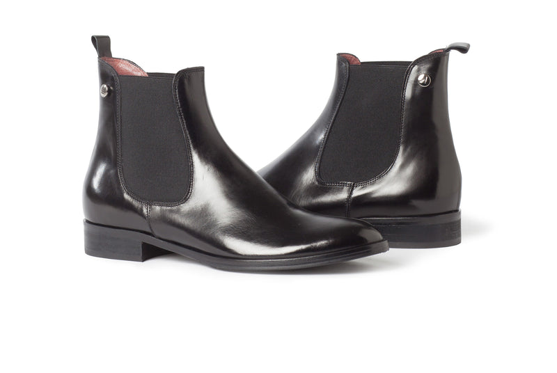 black all genuine leather women's classic Italian Chelsea boots in extended large sizes 9, 10, 11, 12, 13 made in Italy main view