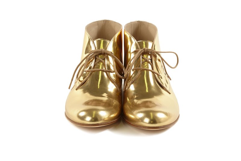 gold metallic chukkas, women's chukka boots, gold chukka flat boots for women, gold metallic leather women's chukka boots in extended large size 9,10,11,12,13 made in Italy front view