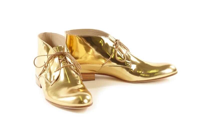 gold metallic chukkas, women's chukka boots, gold chukka flat boots for women, gold metallic leather women's chukka boots in extended large size 9,10,11,12,13 made in Italy side view
