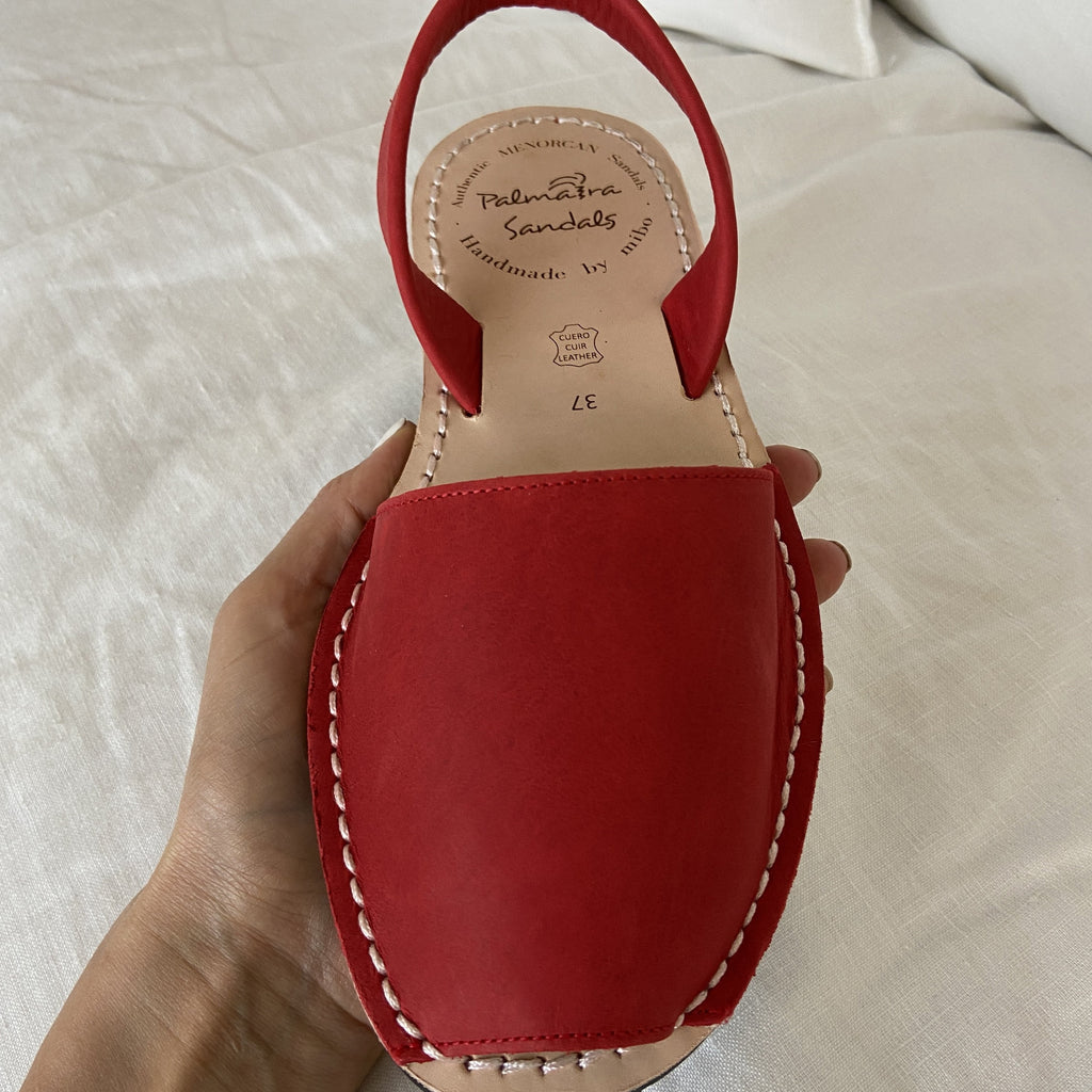 SAMPLE 72 - SIZE 37