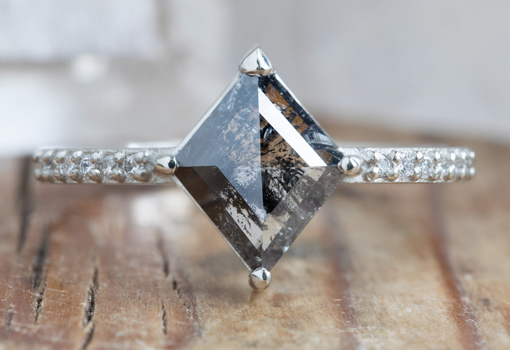 The Willow Ring with a Black Kite Diamond
