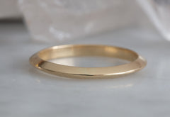 Unisex Gold Knife Edge Band