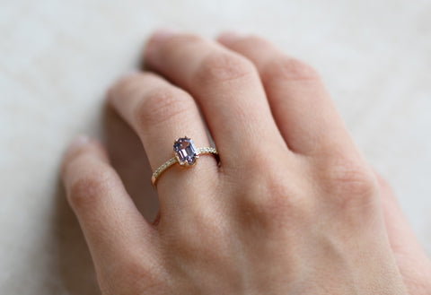 The Willow Ring with a Hexagon Sapphire