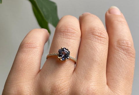 The Willow Ring with a Hexagon-Cut Spinel