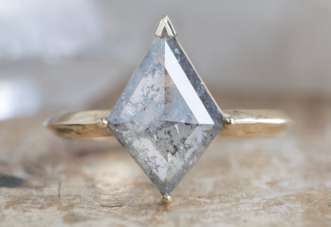 The Sage Ring with a Silver-Grey Kite Diamond